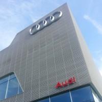 Audi открыл в Дубае самый крупный автосалон