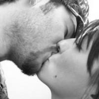 В Германии хотят запретить целоваться на работе