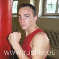 Денис Макаров вышел в финал чемпионата Европы по боксу 2010