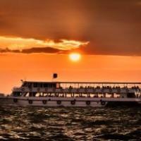 1063691_boat_in_sunset