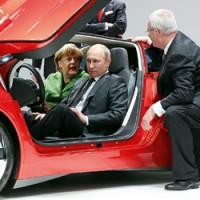 Путин и Меркель на выставке в Ганновере 2013